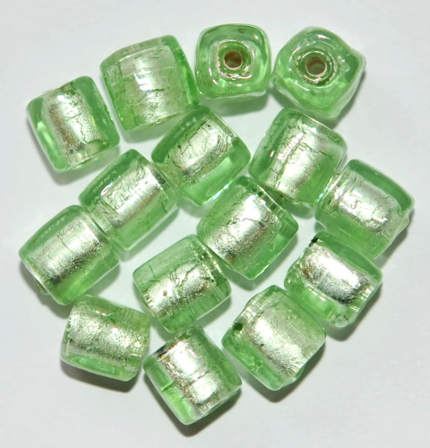 15 SILBERFOLIE GLASPERLEN WÜRFEL 8 MM MINT GRÜN AH13-03