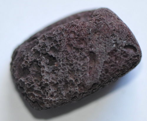 I7-06/40 - 27 MM ROT-BRAUNER LAVA NUGGET LÄNGS GEBOHRT